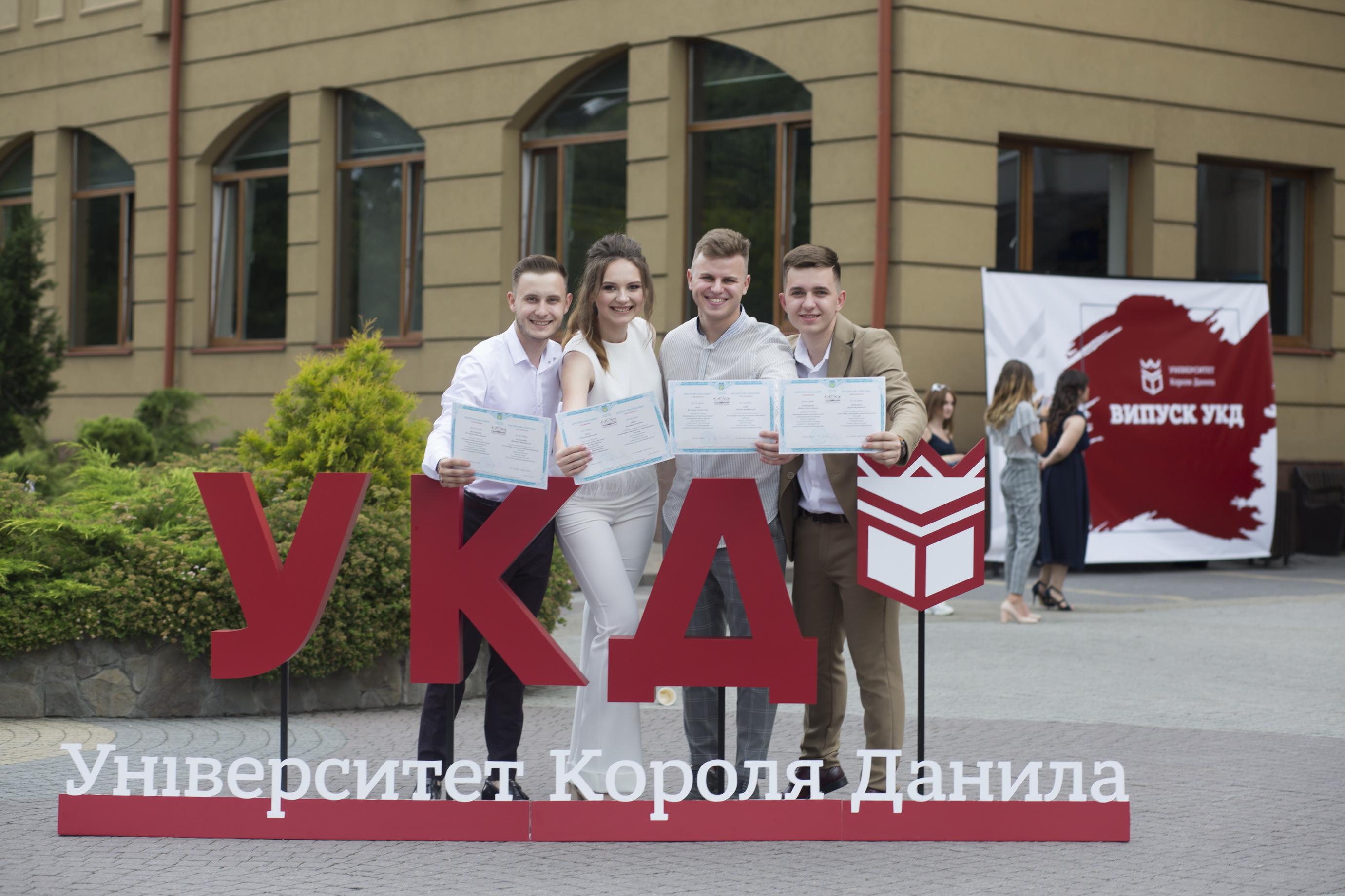 В Університеті Короля Данила відбулося урочисте вручення дипломів випускникам
