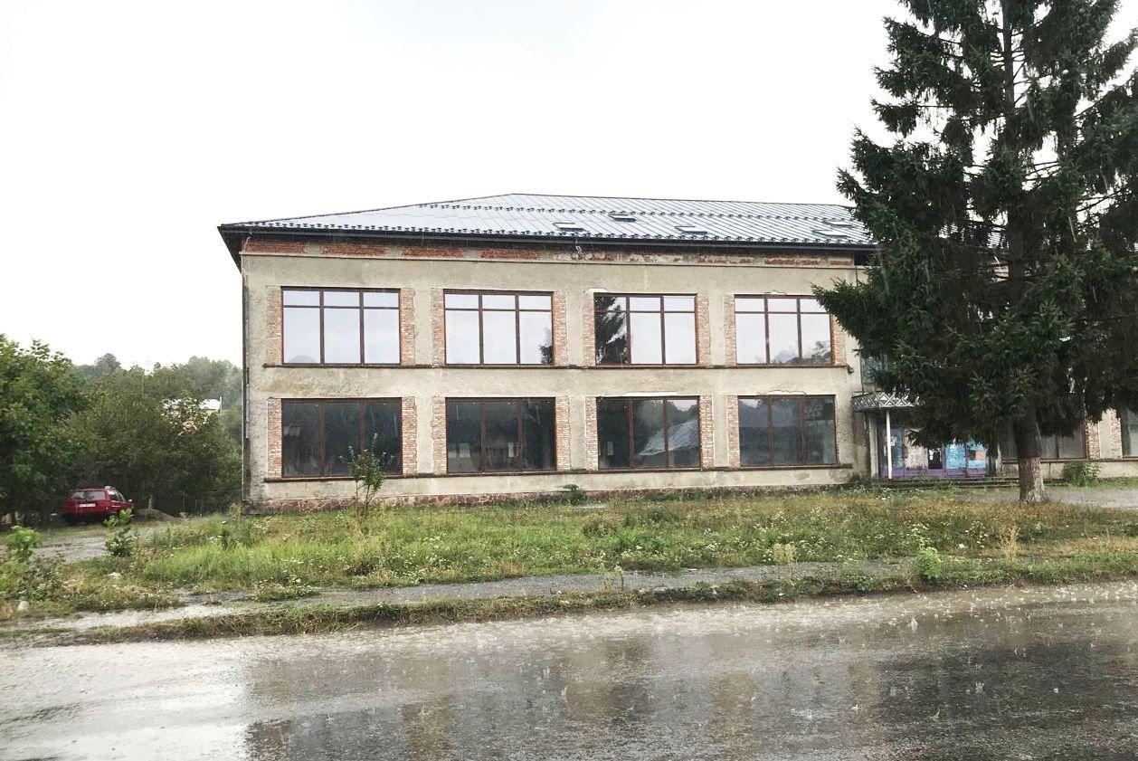 Продається/здається в оренду з правом викупу комерційне приміщення при в'їзді в Івано-Франківську область
