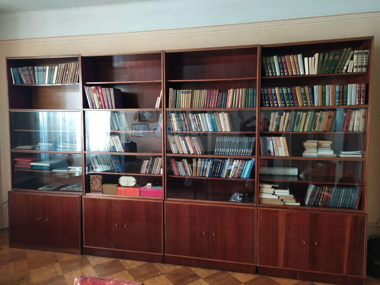 Меблева стінка для книг