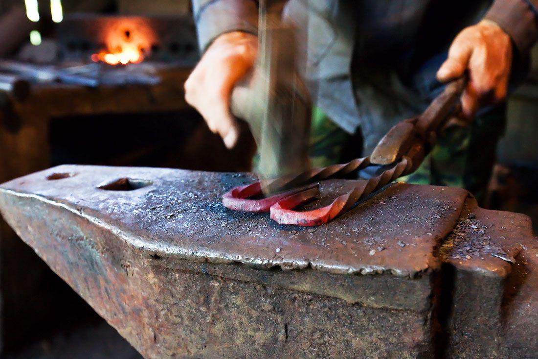 Запрошуємо на виробництво кованих виробів, зварювальників