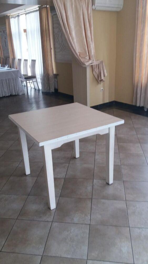 Продаються столи білі