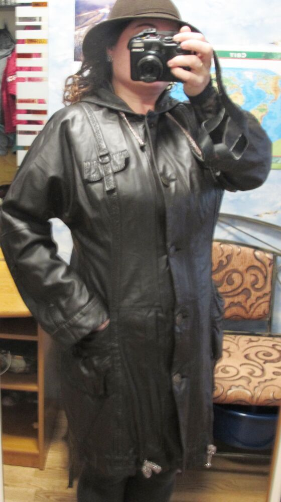 Шкіряна куртка жіноча 48 розміру, довжина 90 см