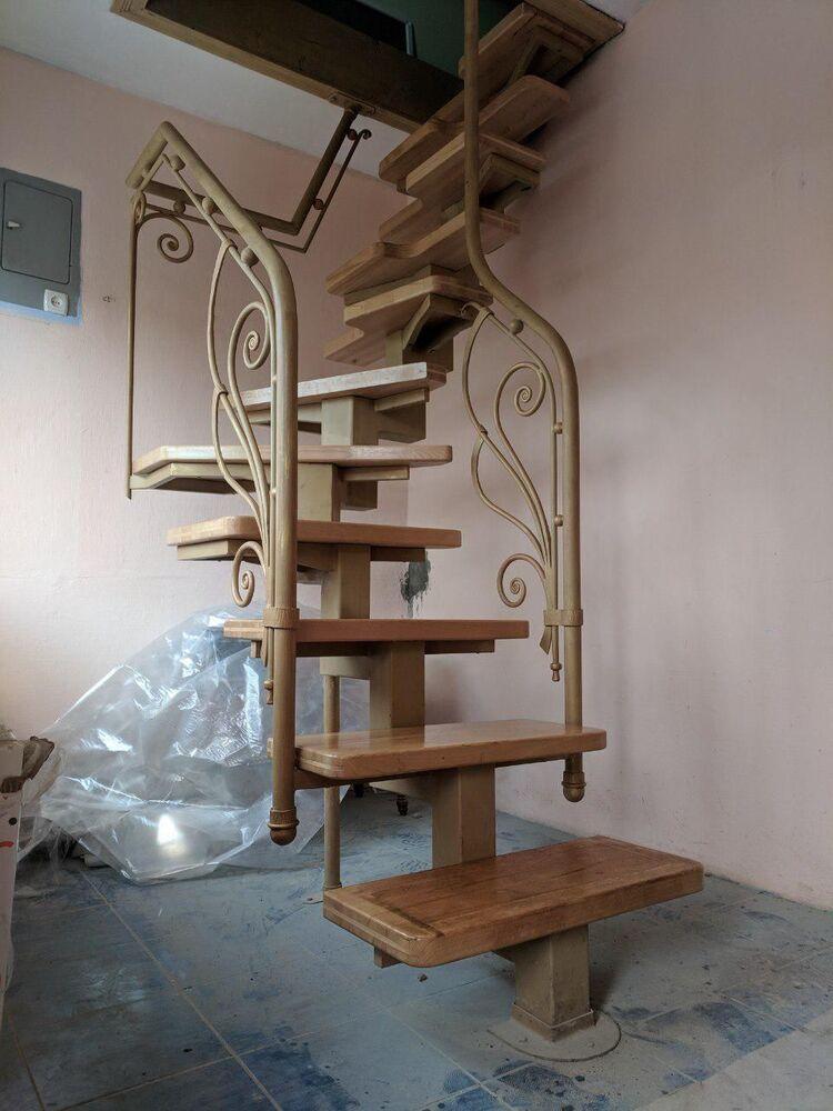 Сходи (металевий каркас із дерев'яними сходинками)