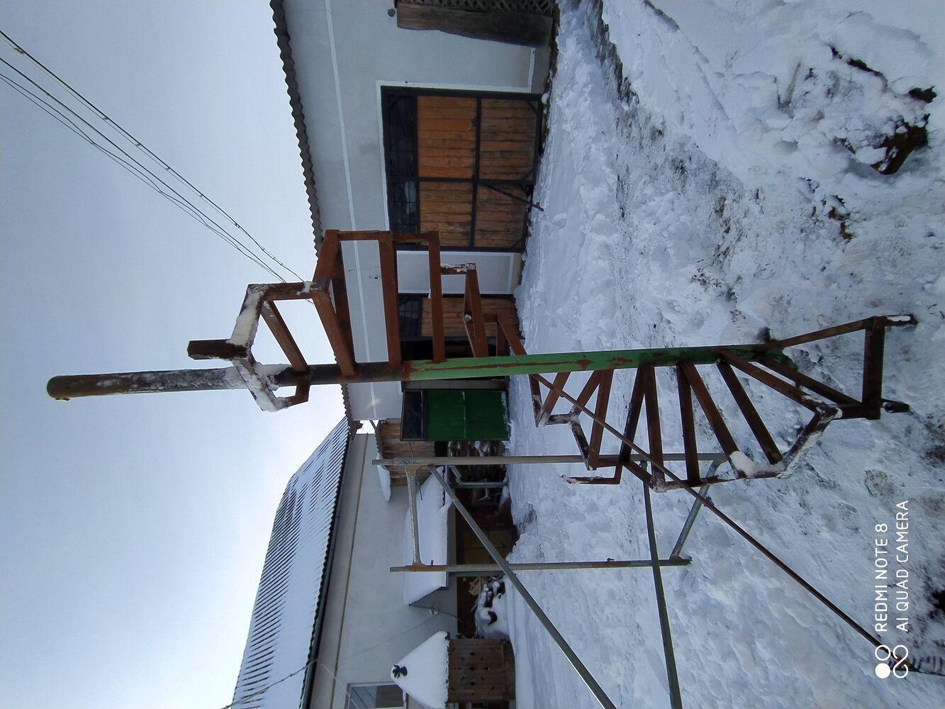 Продам гвинтові металеві сходи
