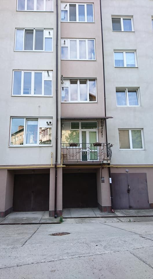 Продам гараж в будинку вул. Коновальця.