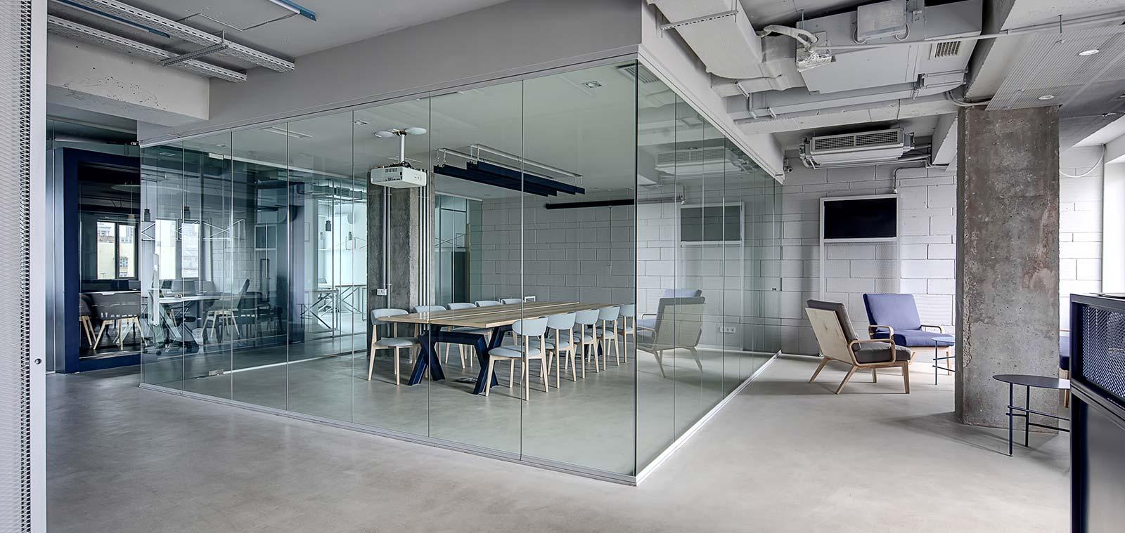 Виготовлення та монтаж склянних перегородок в інтер'єрі вашого будинку чи офісу