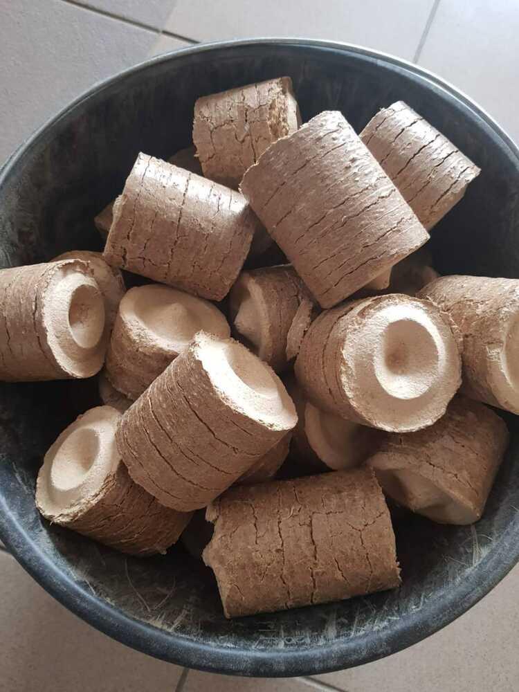 БРИКЕТИ «NESTRO» - екологічно чистий паливний  брикет, виготовлений з тирси твердих порід дерева.