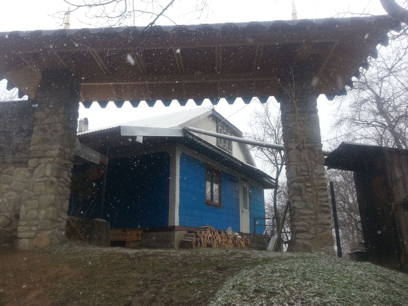 Реставрація, ремонт та будівництво дахів та будинків