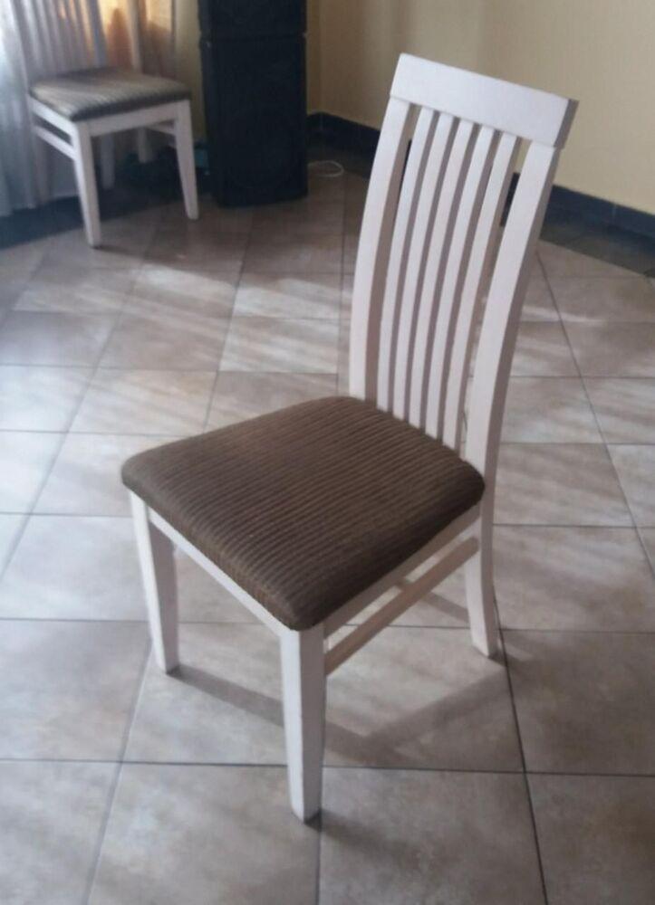 Продаються стільці білого кольору