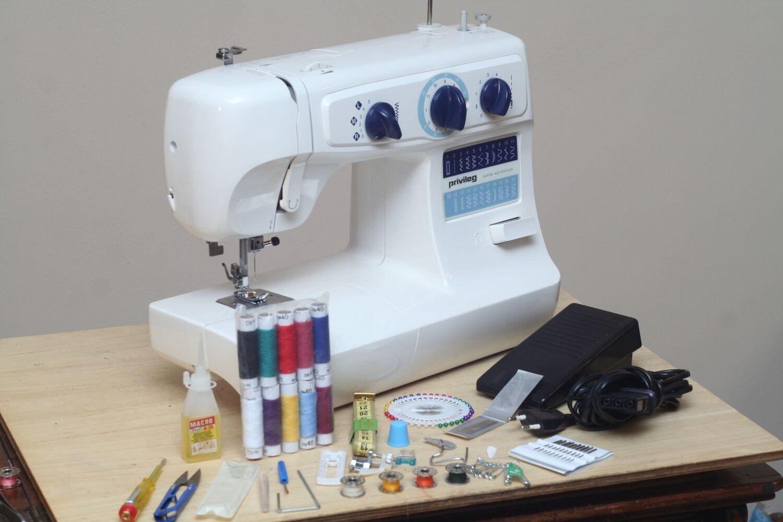 Швейна машина Privileg Super Nutzstich 1218 Німеччина, петля-автомат
